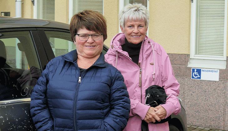 Mona Eriksson och Katrina Böling, två personer med en funktionsnedsättning från Åland.