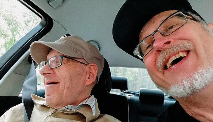 Lars Hedman med sin bror åker bil tillsammans.