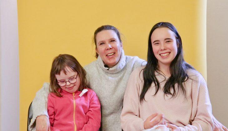 Anki Stenkull-Aura och döttrarna Moa och Maya.